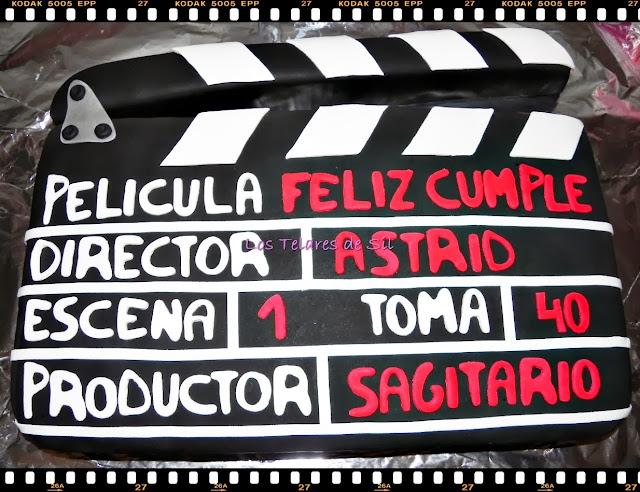 TARTA CLAQUETA DE CINE DE FONDANT CON CARRETE FOTOGRÁFICO DE FONDANT Y PASTA DE AZÚCAR Y BIZCOCHO RED VELVET
