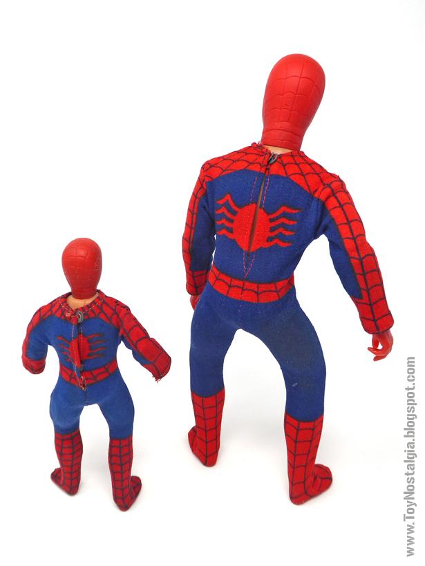 Mego Spider-Man 8 y 12 pulgadas - Comparativa espalda   (MEGO - World's Greatest Super Heroes!)