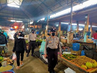 Kontrol Pasar, Kanit Sabhara Polsek Enrekang Lakukan Patroli