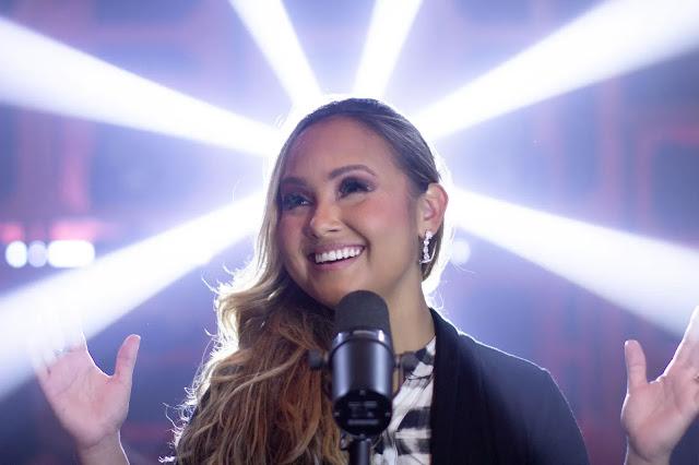 Bruna Karla lança single e clipe de Levantamos Tu Nombre