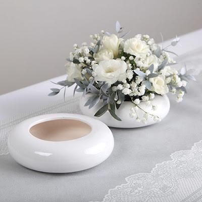 Piękna aranżacja na stół komunijny z wykorzystaniem ceramicznej misy