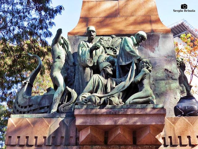 Close-up de um conjunto escultórico do Monumento Amizade Sírio-libanesa - Centro - São Paulo