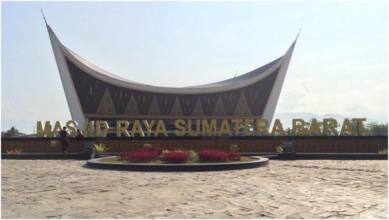Masjid Raya Sumatera Barat di Padang