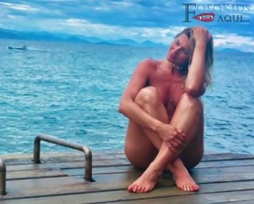 Lívia Andrade faz topless