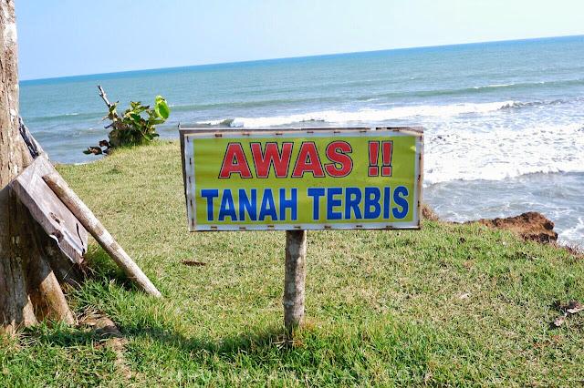 Papan informasi di Danau Gedang Bengkulu