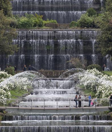 Flash sul mondo di tutto di pi dopo 60 anni riapre for Cascate in giardino