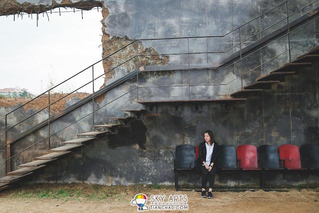 Trixha and the interesting wall