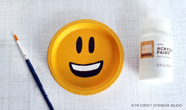 happy face emoji, emoji coaster, emoji craft idea, emoji birthday party