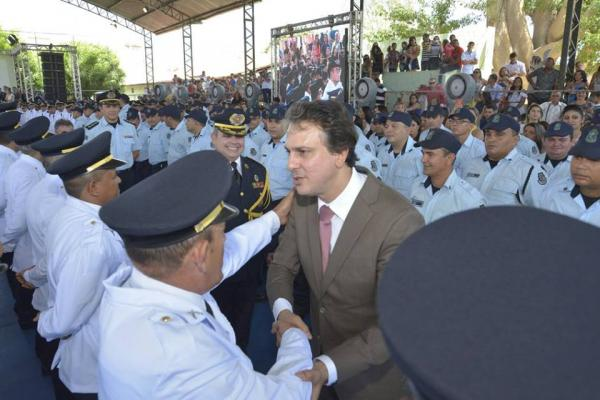 Governo vai promover 1800 PMs e bombeiros