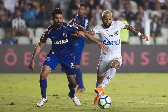 DIA DAS MÃES  Santos vence Paraná na Vila Belmiro com dois tentos de ... e04d5d8a28ef9
