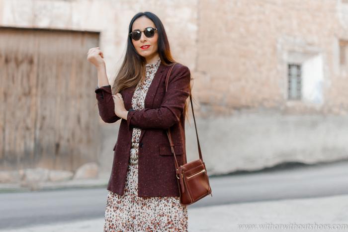 influencer de moda belleza valenciana con ideas para vestir de zara con botas por encima de la rodilla