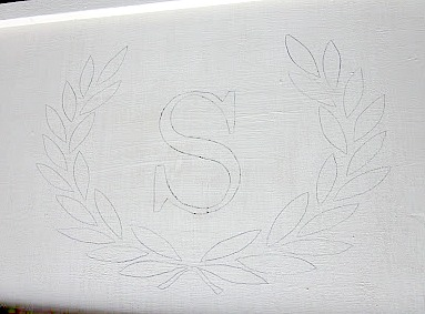 bed tray with wreath and initial