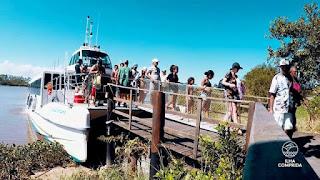 Catamarã com reservas para passeios ao Marujá, Trincheiras, Cananeia e Ponta Norte
