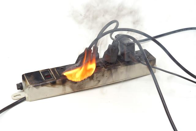 Como evitar curto circuito dentro de casa