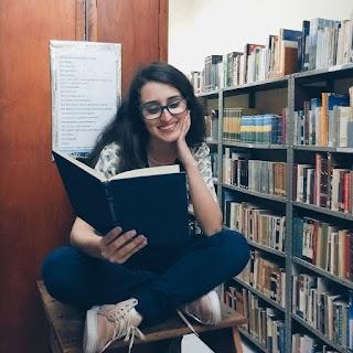 Ana Luiza lendo
