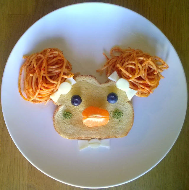 Spaghetti and garlic toast food art