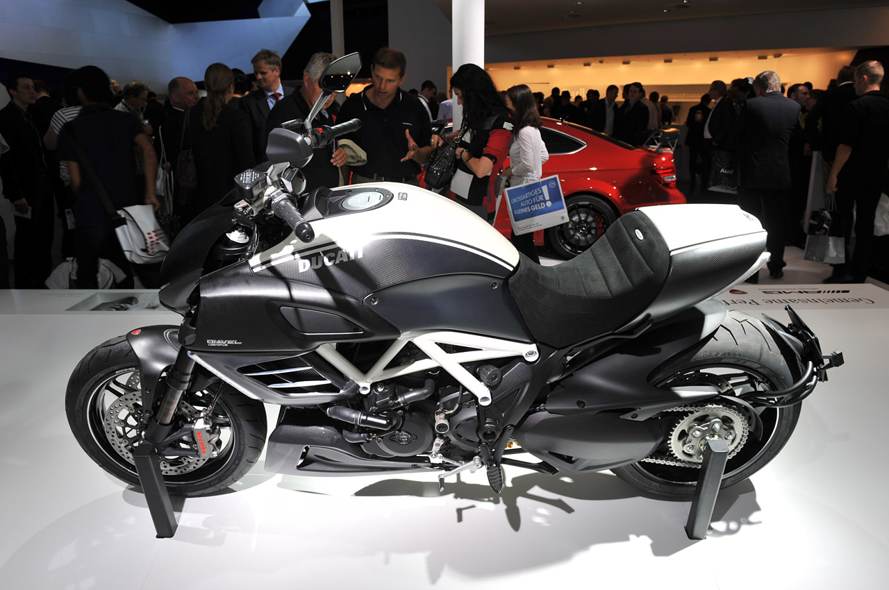 Crazy Bike Junction  Ducati    Diavel    AMG Special Edition