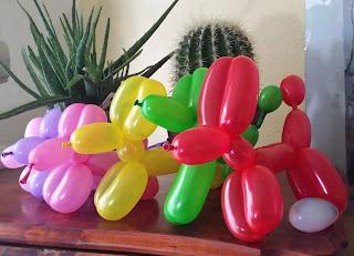 Einfache, klassische Ballonhunde in bunten farben.