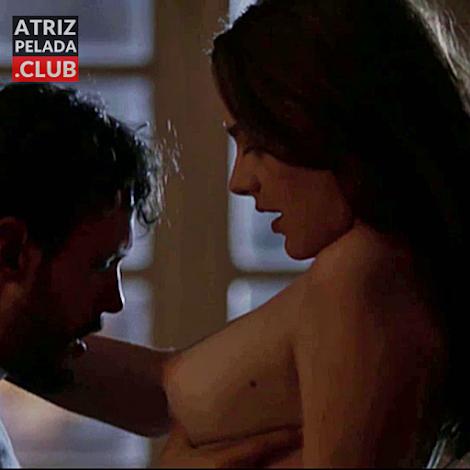 Mariana Molina nua em cena de filme