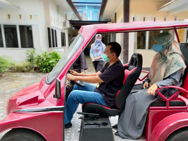 Gubernur NTB bersama istri Hj. Niken Saptarini Widyawati, SE, M.Sc pada Sabtu (6/6/2020) kemarin telah melakukan uji coba terhadap mobil listrik