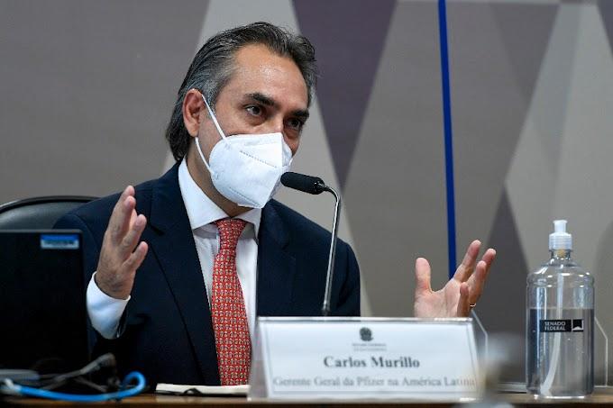 Chefe da Pfizer confirma participação de Carlos Bolsonaro em reunião para negociar vacinas