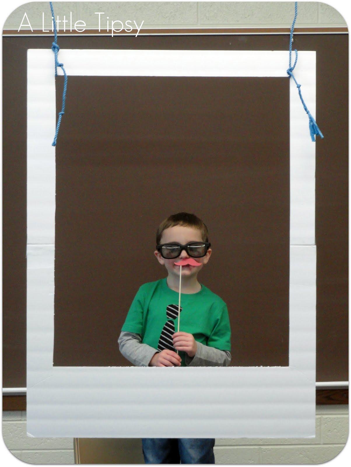 diy photo booth a little tipsy. Black Bedroom Furniture Sets. Home Design Ideas