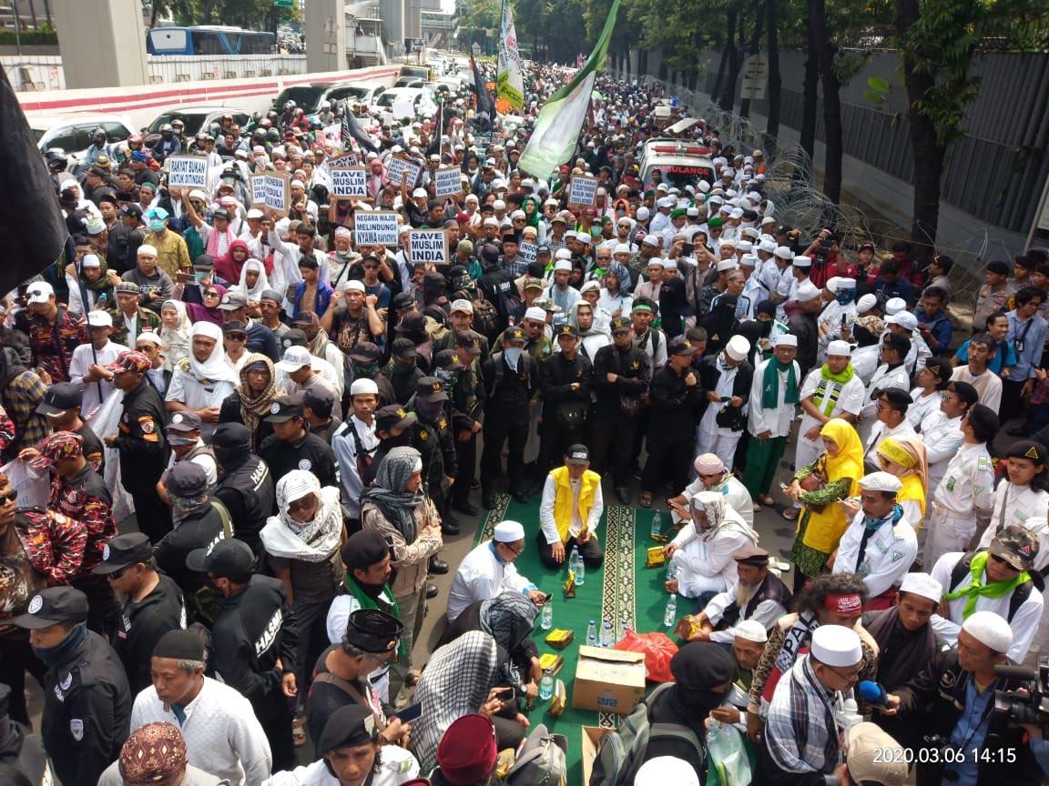 Peserta Aksi Kepung Kebudes India, Desak Hentikan Kekerasan Umat Islam