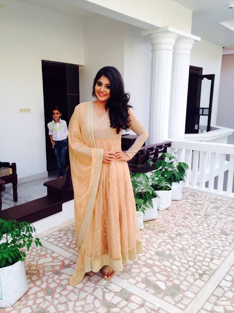 Actress Manjima Mohan Latest Cute Photo Gallery Navel Queens