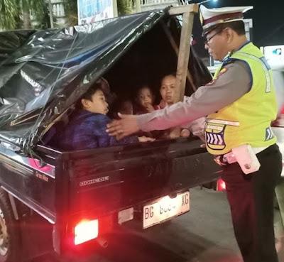 Demi Keselamatan, Satlantas Polresta Jambi  Beri Peringatan Bagi Pengendara Roda Empat Yang Menggunakan Kendaraan Pick Up