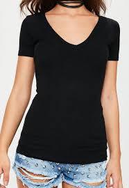V-Neck T-shirt Wanita