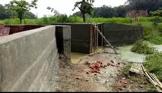 people-self-maaking-bridge-madhubani