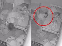 Mainannya Jatuh, Balita Ini Tiba-tiba Ditarik Makhluk Halus dari Bawah Tempat Tidur..