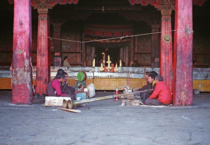 Tibet, Lhassa, Jokhang, dungchen, © L. Gigout, 1990