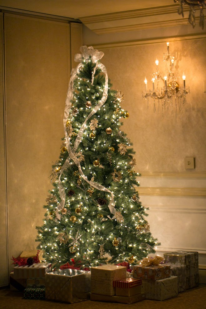 they called the amazingly talented kelly kirkland photography to captured their big day and she captured this festive affair that embraced the season in a - What Is The Day After Christmas Called