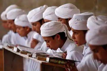 Madrasah studens, মাদ্রাসা ছাত্রদের ছবি। মাদরাসা কি