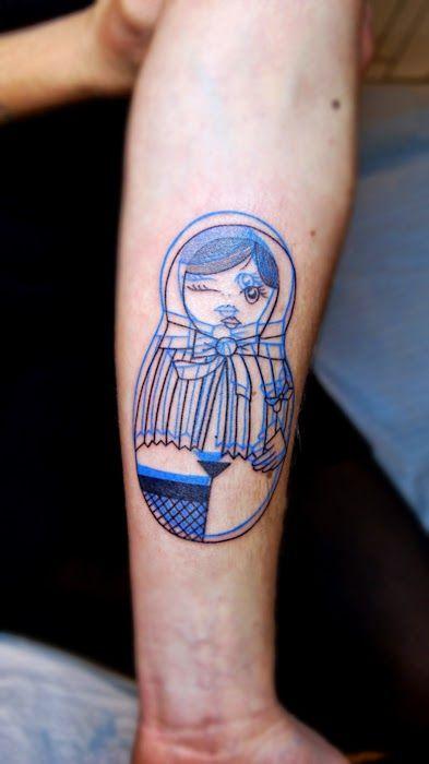 Tatuaje de matrioska para mujer