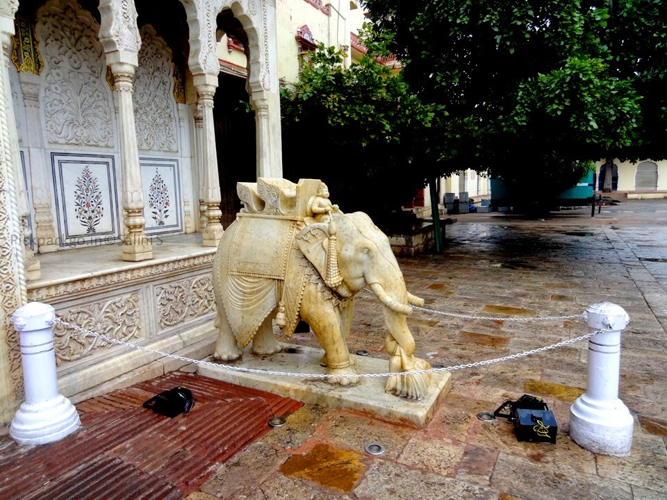 Marble elephant with Lotus - Jaipur city Palace - Rajasthan, India - Pick, Pack, Go