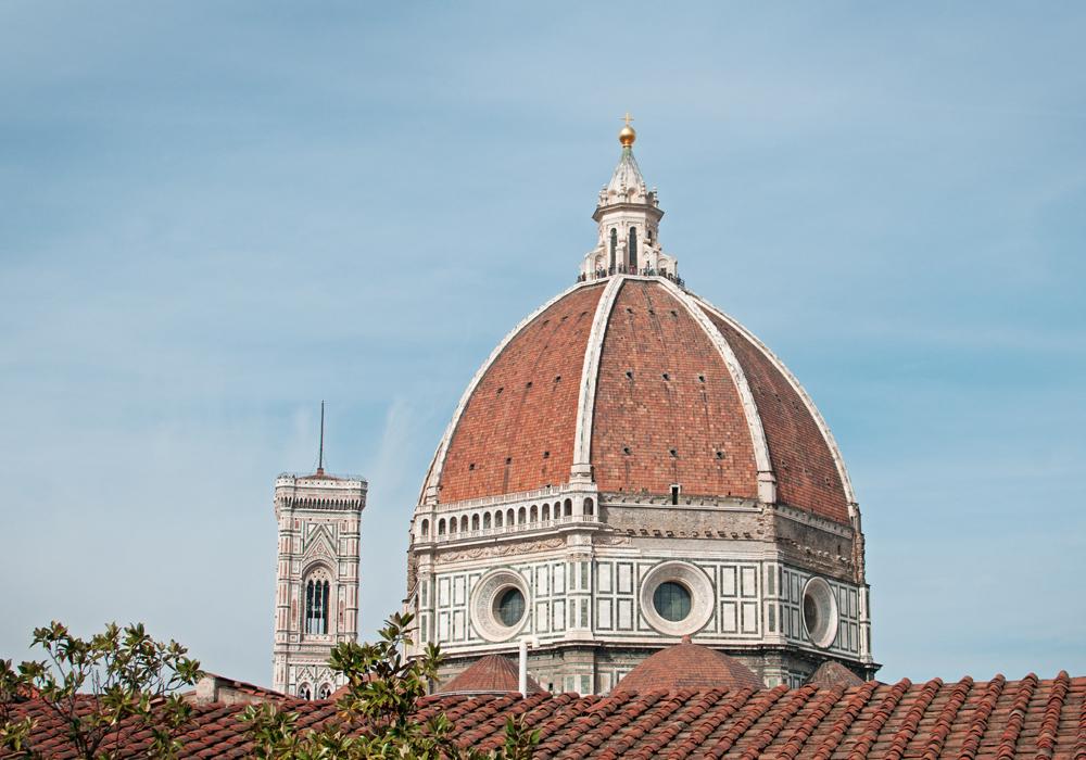 Vue de la coupole du Duomo de Florence en Italie vue de la bilioteca delle oblate