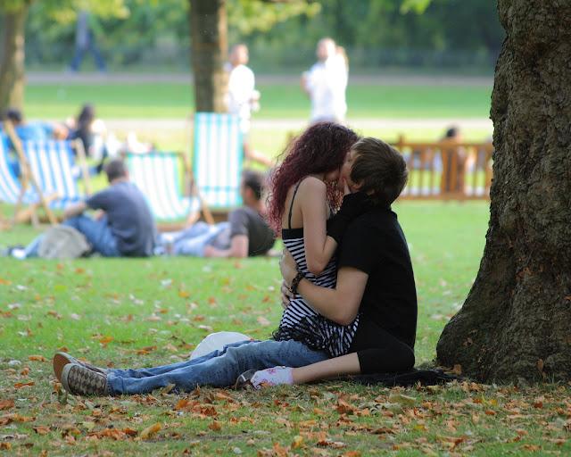 hot kiss hd wallpaper