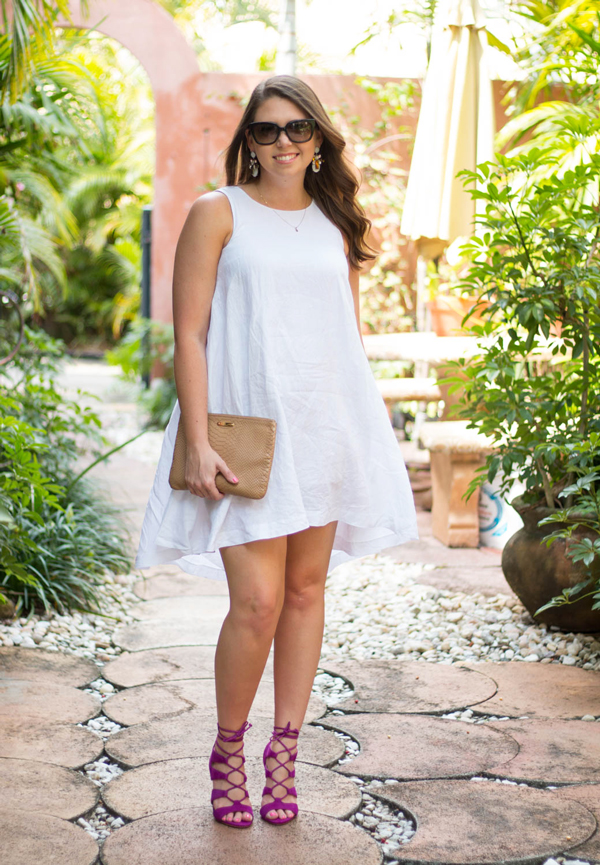 South Florida style blogger in a breezy linen dress.