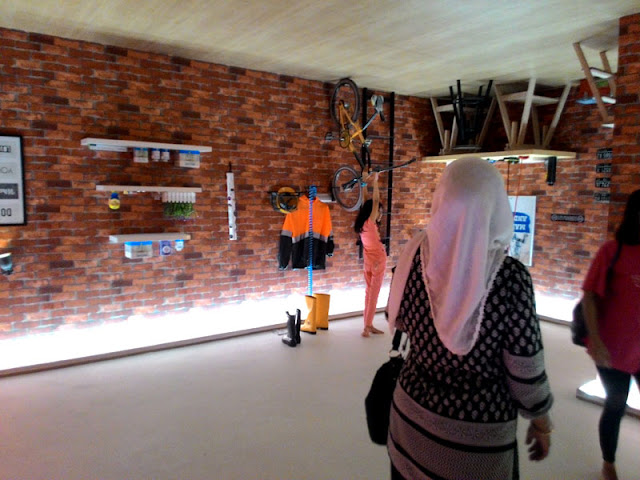 Harga Tiket Masuk dan Fasilitas Upside Down World Yogyakarta,