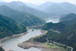 九頭竜ダム湖底見えてます