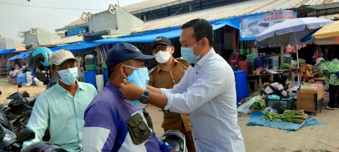 Wakil Ketua 1 DPRD Lamsel Bagikan Masker Gratis