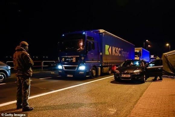 EU sắp đóng cửa toàn bộ biên giới trong 30 ngày