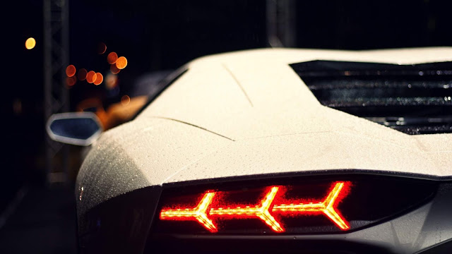 Lamborghini Aventador Branco Farol Traseiro