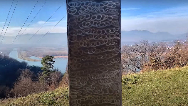 Setelah Hilang di Utah, Monolit Misterius Muncul di Rumania Tiba-tiba Lenyap