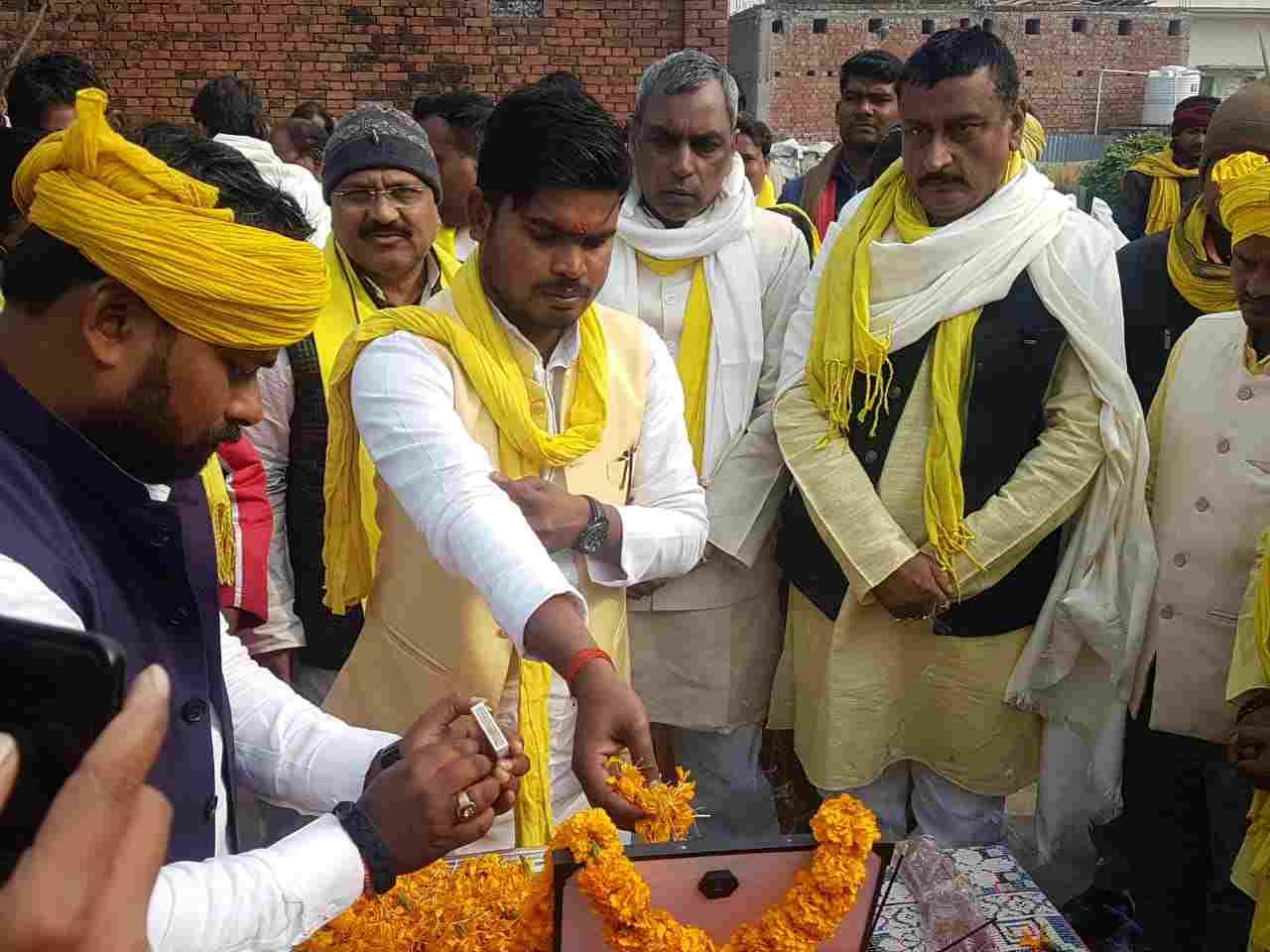 Siddharth%2BRajbhar%2Bv मा. ओमप्रकाश राजभर ने शंकर राजभर को उनके आवास पर श्रद्धांजलि अर्पित किए।