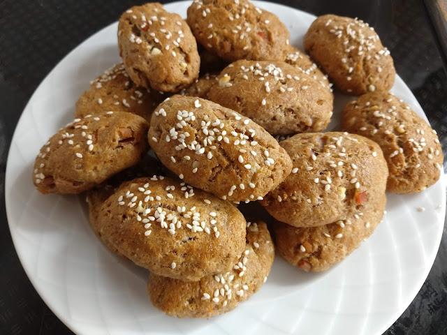 Ζυμωτά πιτάκια ολικής άλεσης με φέτα και μπέικον