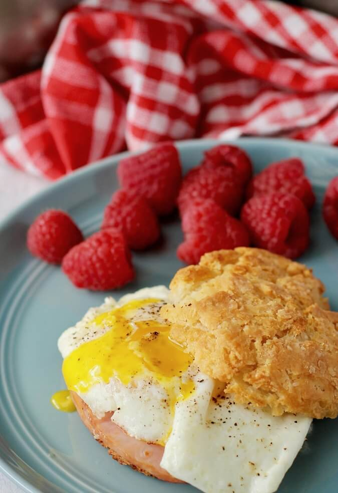 Sourdough Sandwich Biscuits with a fried egg and ham