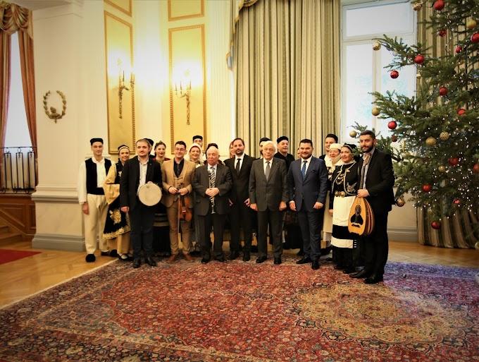 Ο Σύλλογος Ηπειρωτών Άνω Λιοσίων στον Πρόεδρο της Δημοκρατίαςγια τα κάλαντα των Χριστουγέννων